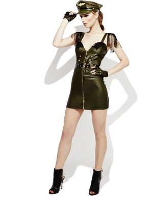 Militārās meitenes tērps