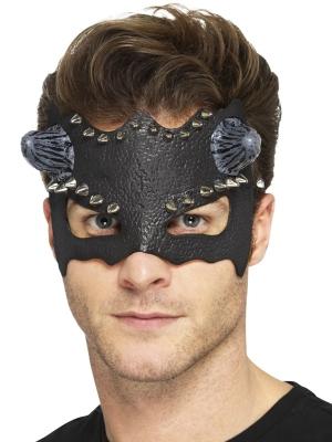 Velna maska ar kniedēm