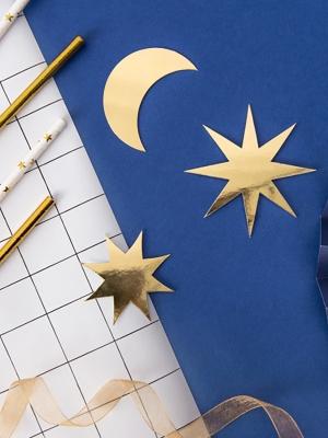 9 gab, Papīra zvaigznes un mēness, zelta, 5 x 5 cm, 8 x 8 cm