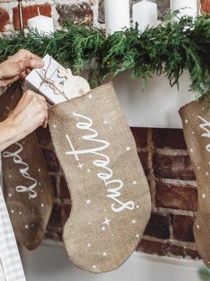 Ziemassvētku dekoratīva dāvanu zeķe Sweetie, džutas, 23 x 39,5 cm