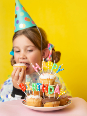 Dzimšanasdienas svecītes, Happy Birthday, krāsainas, 2,5 cm