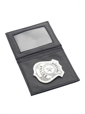 Policista maks ar nozīmīti
